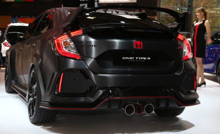 2017-honda-civic-type-r-106-876x535