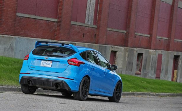 2016-ford-focus-rs-115-876x535
