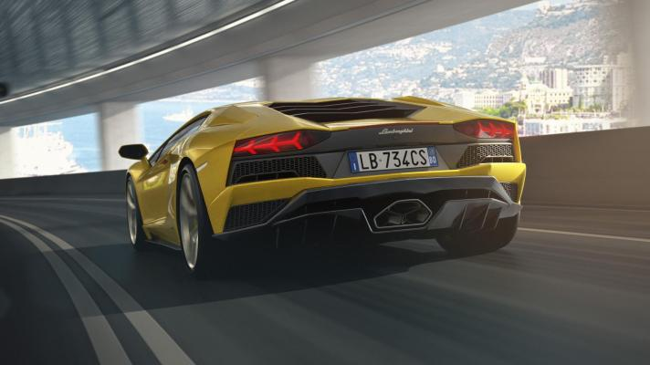 aventador_s_tunnel_rear_1