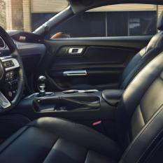 new-ford-mustang-interior-2