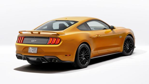 new-ford-mustang-v8-gt-with-performace-pack-in-orange-fury-7