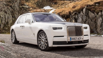 Rolls-Royce-Phantom-2018-1600-04