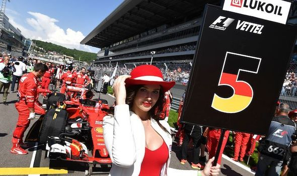 An-F1-grid-girl-in-front-of-Sebastian-Vettel-s-car-912539