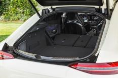 Mercedes-AMG GT 53 4MATIC+ 4-Türer Coupé, AMG Night-Paket, Exterieur: Kofferraum, Außenfarbe: designo diamantweiß bright;Kraftstoffverbrauch kombiniert: 9,1 l/100 km; CO2-Emissionen kombiniert: 209 g/km* (vorläufige Daten) Mercedes-AMG GT 53 4MATIC+ 4-Door Coupé, AMG Night-packet, Exterior: boot, Exterior paint: designo diamond white bright;Fuel consumption combined: 9.1 l/100 km; CO2 emissions combined: 209g/km* (provisional data)