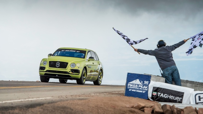 Bentayga-Pikes-Peak-Finish-Line_Edit
