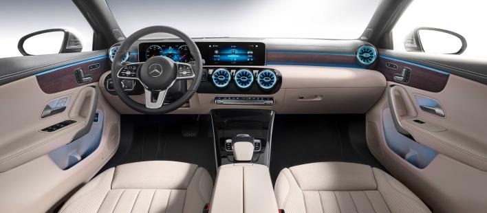 Mercedes-Benz A-Klasse Limousine, Iridiumsilber, Interieur: AMG Line schwarz, Artico Dinamica schwarz Mercedes-Benz A-Class Sedan, Iridium silver, Interior: AMG Line black, Artico / dinamica microfibre black