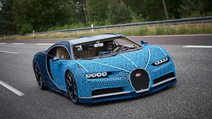 01_LEGO-Technic_Bugatti-Chiron