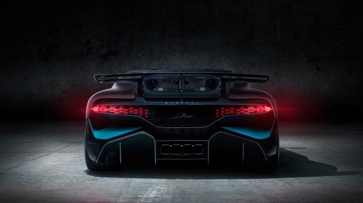 04_Bugatti-Divo_Rear