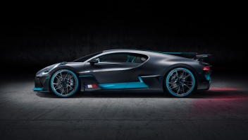 07_Bugatti-Divo_Side