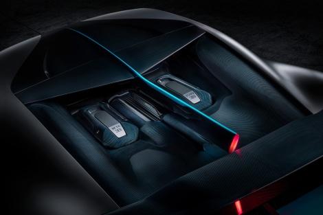 14_Bugatti-Divo_engine-bay