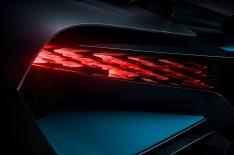 15_Bugatti-Divo_rearlight