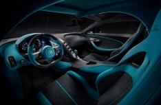 17_Bugatti-Divo_driver