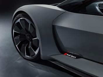 Detail Colour: Curcuit grey