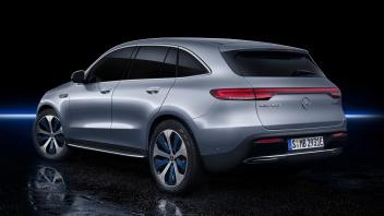 Mercedes-Benz EQC 400 4MATIC, (BR N293) / Hightechsilber / Interior: Electric Art / Der neue Mercedes-Benz EQC - der erste Mercedes-Benz der Produkt- und Technologie marke EQ. Mit seinem nahtlosen klaren Design ist der EQC ein Vorreiter einer avantgardistischen Elektro-Ästhetik mit wegweisenden Designdetails und markentypischen Farbakzenten außen wie innen.;Stromverbrauch kombiniert: 22,2 kWh/100 km; CO2 Emissionen kombiniert: 0 g/km, Angaben vorläufig* Mercedes-Benz EQC 400 4MATIC, (BR N293) / hightech silver / Interior: Electric Art / The new Mercedes-Benz EQC - the first Mercedes-Benz under the product and technology brand EQ. With its seamless, clear design, the EQC is a pioneer for an avant-garde electric look with trailblazing design details and colour highlights typical of the brand both inside and out.;combined power consumption: 22.2 kWh/100 km; combined CO2 emissions: 0 g/km, provisional figures*