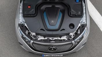 Mercedes-Benz EQC 400 4MATIC, (BR N293) / Hightechsilber / Interior: Electric Art / Der neue Mercedes-Benz EQC - der erste Mercedes-Benz der Produkt- und Technologiemarke EQ. Mit seinem nahtlosen klaren Design ist der EQC ein Vorreiter einer avantgardistischen Elektro-Ästhetik mit wegweisenden Designdetails und markentypischen Farbakzenten außen wie innen.;Stromverbrauch kombiniert: 22,2 kWh/100 km; CO2 Emissionen kombiniert: 0 g/km*, Angaben vorläufig Mercedes-Benz EQC 400 4MATIC, (BR N293) / hightech silver / Inter ior: Electric Art / The new Mercedes-Benz EQC - the first Mercedes-Benz under the product and technology brand EQ. With its seamless, clear design, the EQC is a pioneer for an avant-garde electric look with trailblazing design details and colour highlights typical of the brand both inside and out.;combined power consumption: 22.2 kWh/100 km; combined CO2 emissions: 0 g/km*, provisional figures