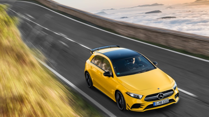 Der neue Mercedes-AMG A 35 4MATIC: Neuer Einstieg in die Welt der Driving Performance  The new Mercedes-AMG A 35 4MATIC: New entry-level model opens up the world of driving performance