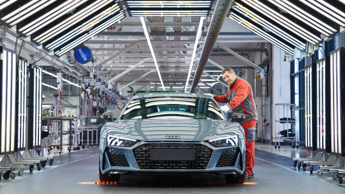 "Audi R8-Manufactory at ""Böllinger Höfe"", near the Neckarsulm production site: The Audi R8 Coupé in the checking and finishing area."