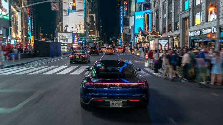 high_taycan_turbo_new_york_2019_porsche_ag(1)