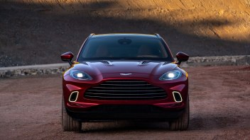 Aston-Martin-DBX_04