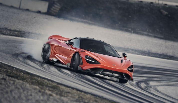 11862-McLaren-765LT