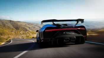 11_chiron-pur-sport_drive-rear