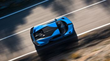 13_chiron-pur-sport_drive-top