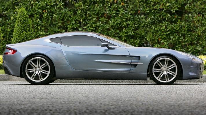 Aston_Martin-One-77-2010-1600-0b