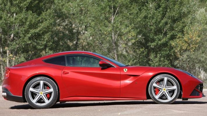 Ferrari-F12berlinetta-2013-1600-76