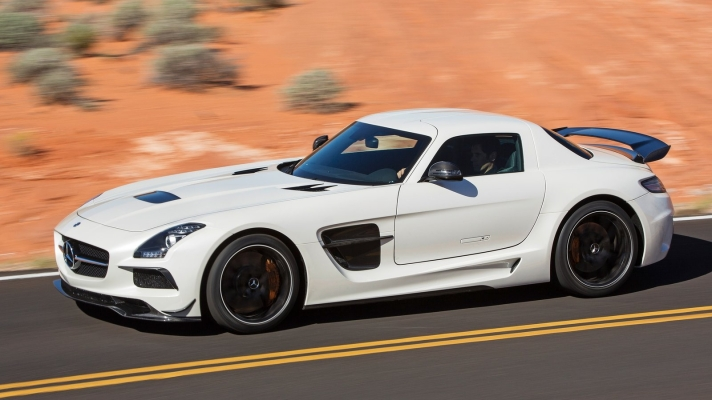 Mercedes-Benz-SLS_AMG_Black_Series-2014-1600-0a
